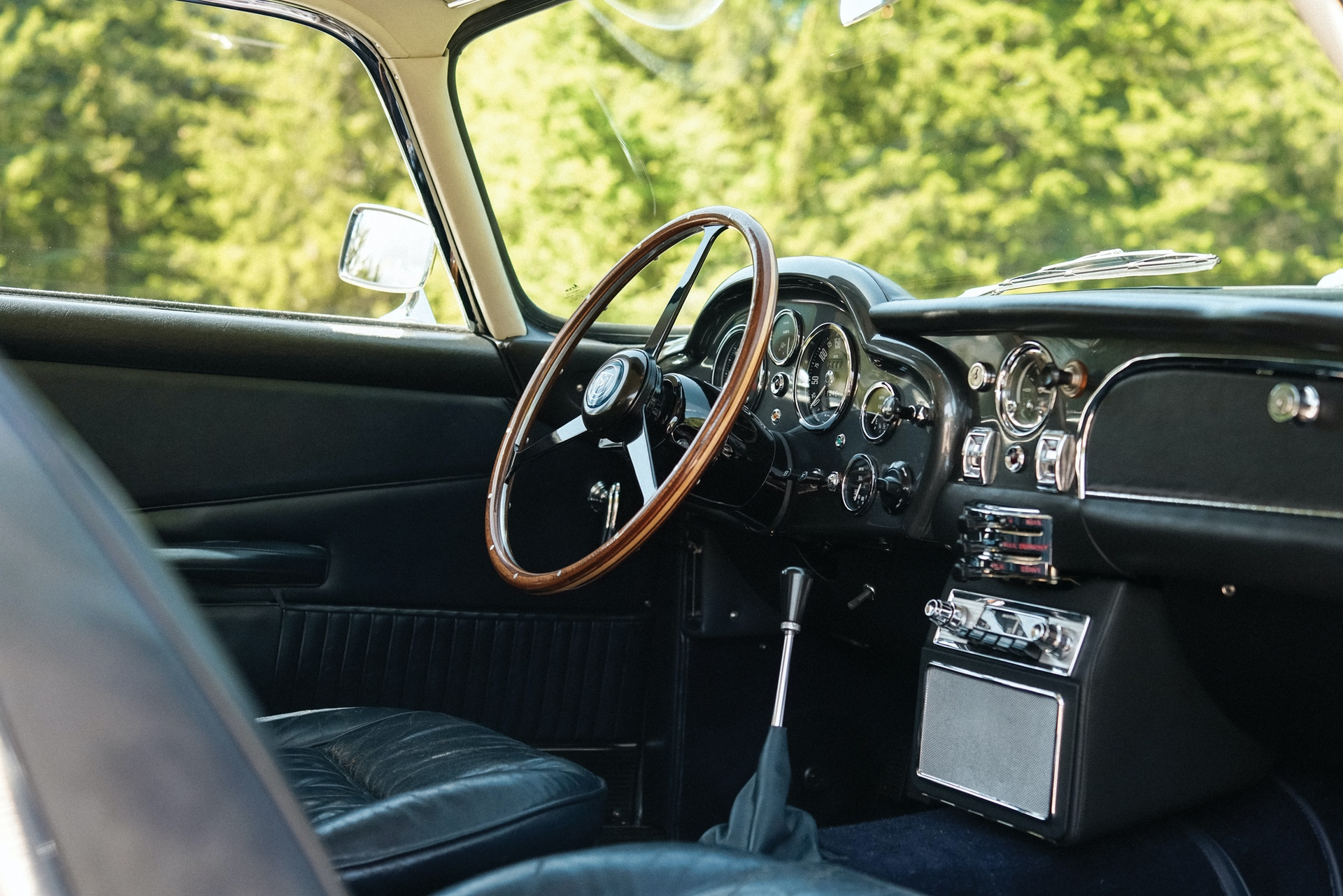 1965-Aston-Martin-DB5-Shooting-Brake-by-Radford_9