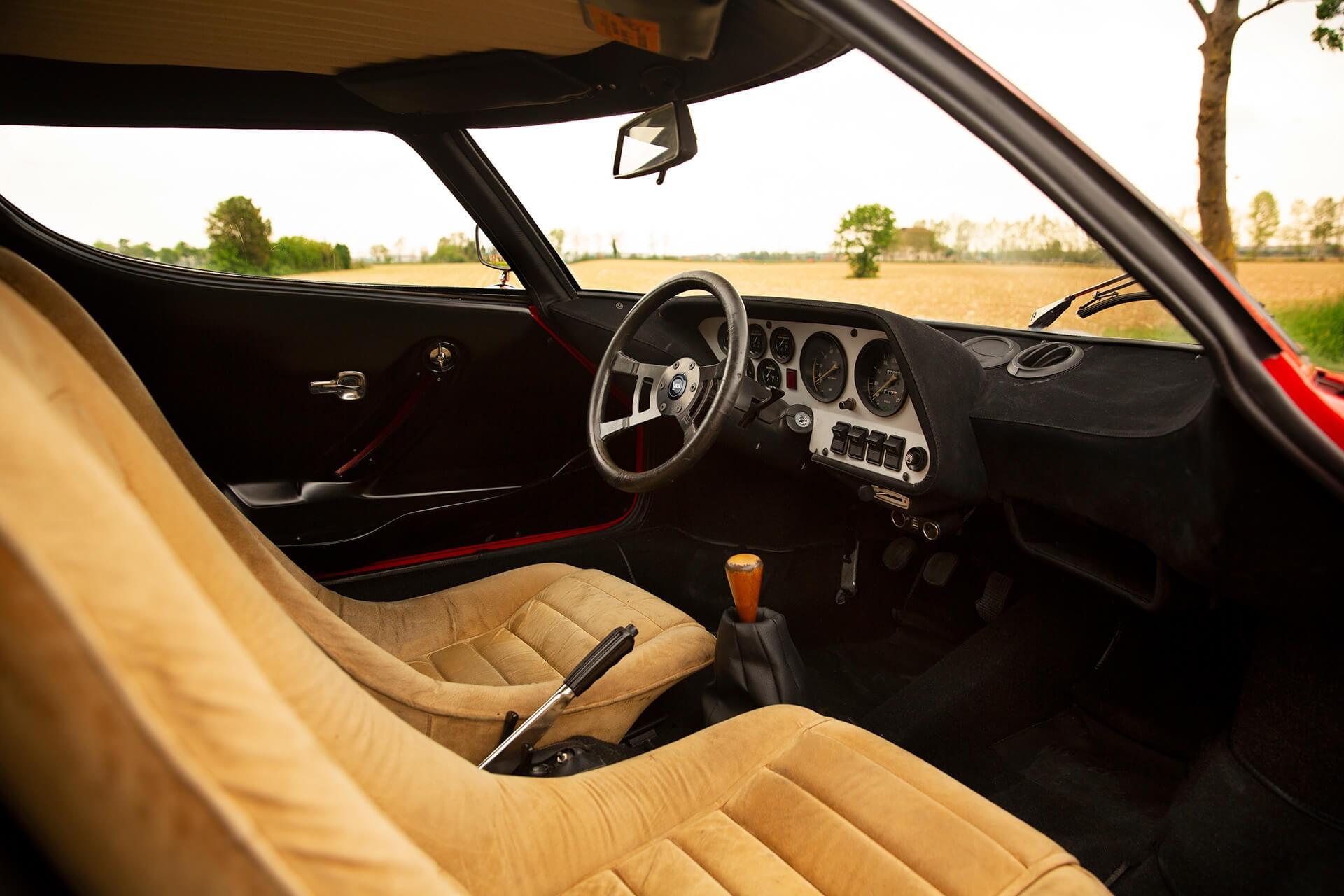 1977_Lancia_Stratos_HF_Stradale_0001