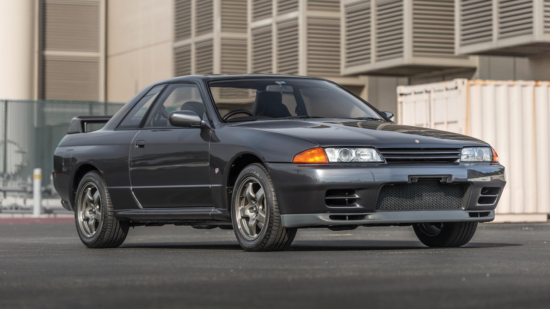 1989_Nissan_Skylline_GT-R_R32_Auction_01
