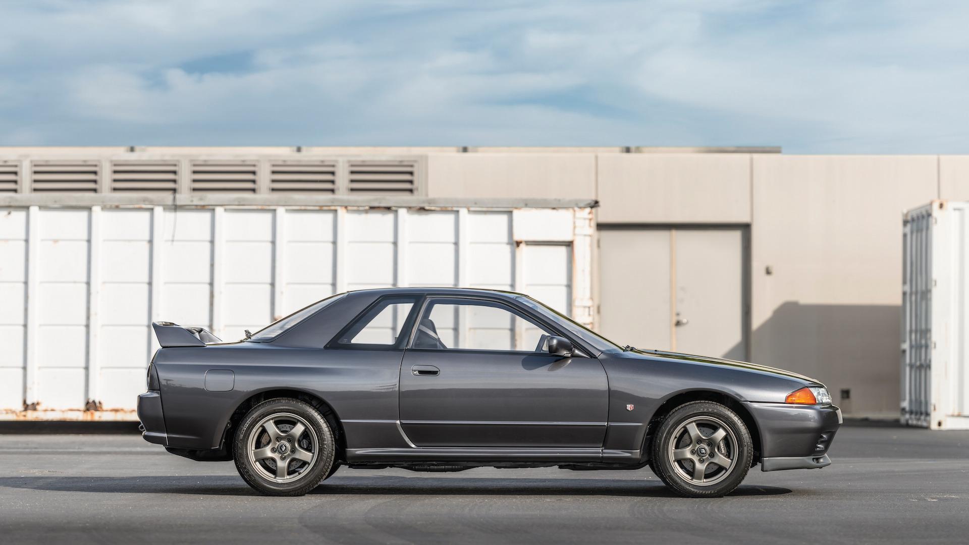 1989_Nissan_Skylline_GT-R_R32_Auction_04