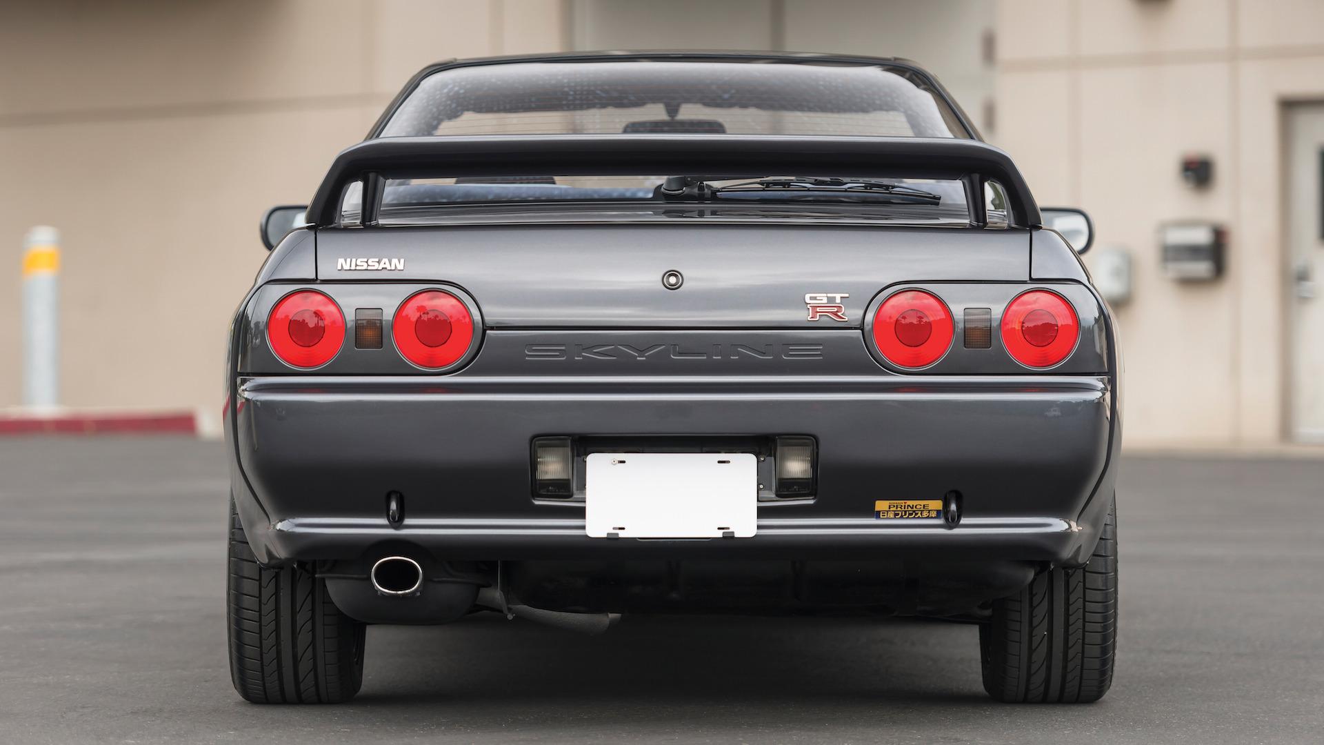 1989_Nissan_Skylline_GT-R_R32_Auction_09