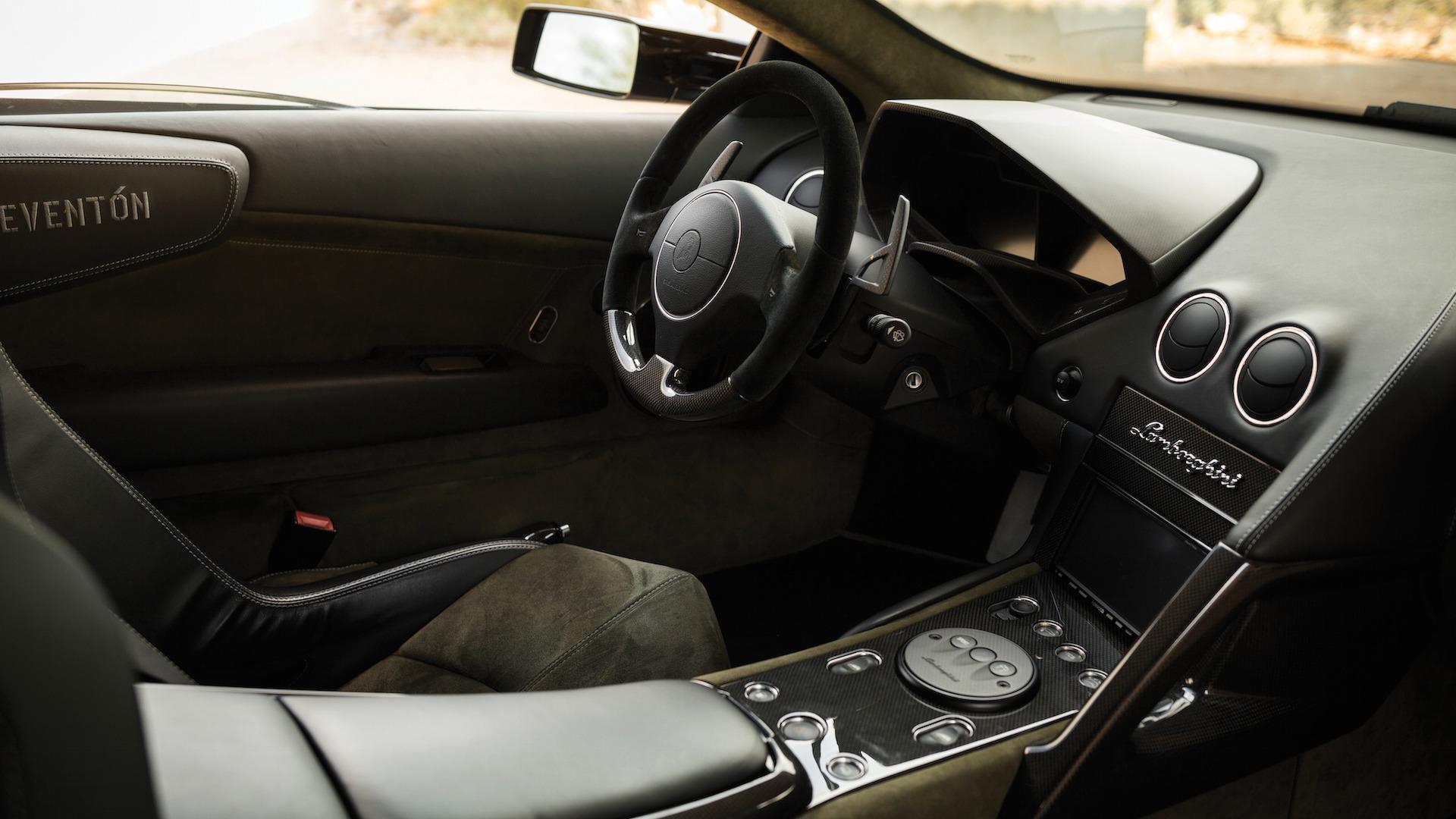 2007_Lamborghini_Reventon_Auction_18