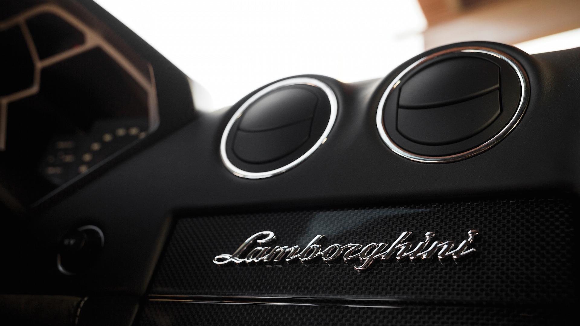 2007_Lamborghini_Reventon_Auction_20