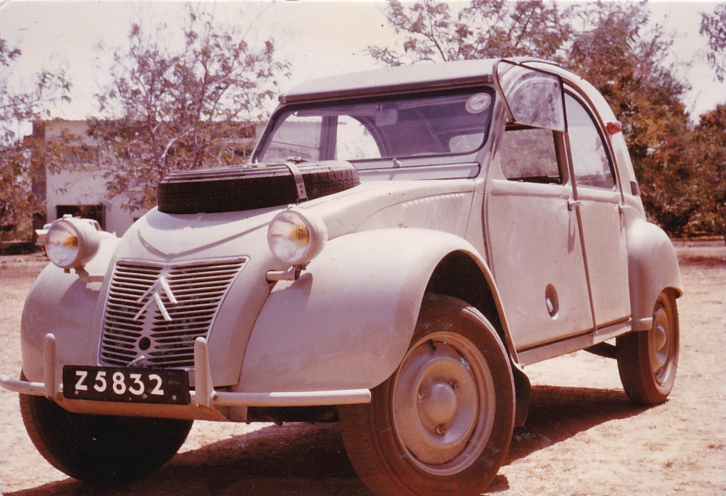 1965_Citroen_2CV_Sahara_10