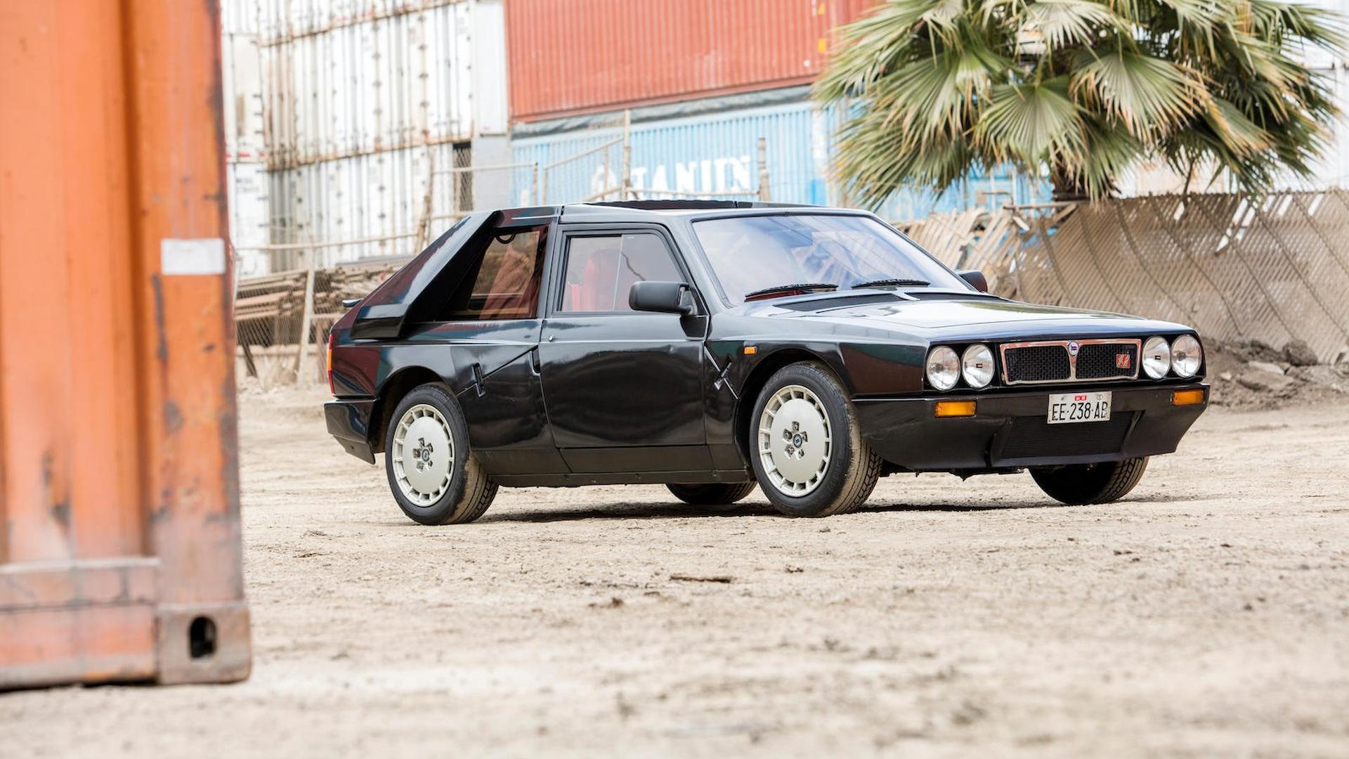 1985_Lancia_Delta_S4_Stradale_01