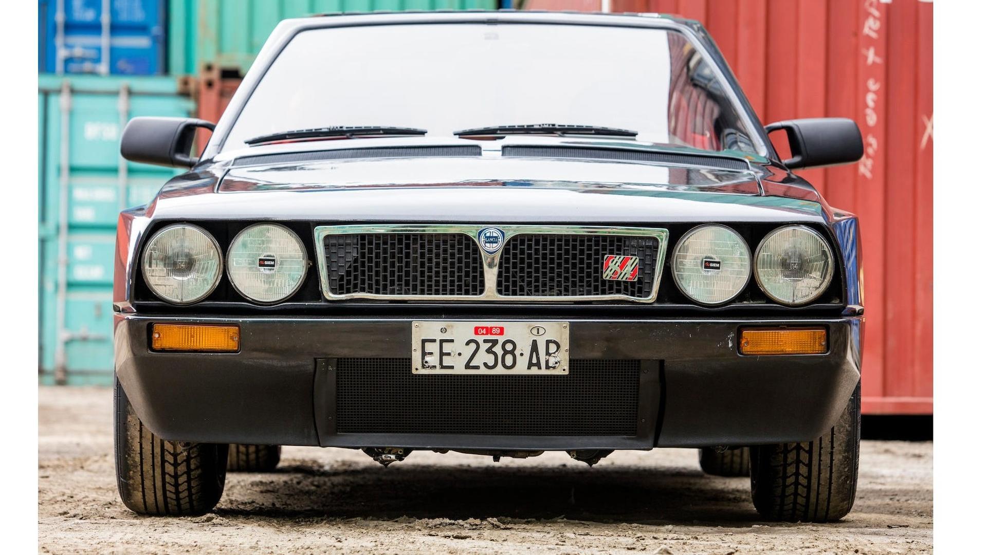 1985_Lancia_Delta_S4_Stradale_02