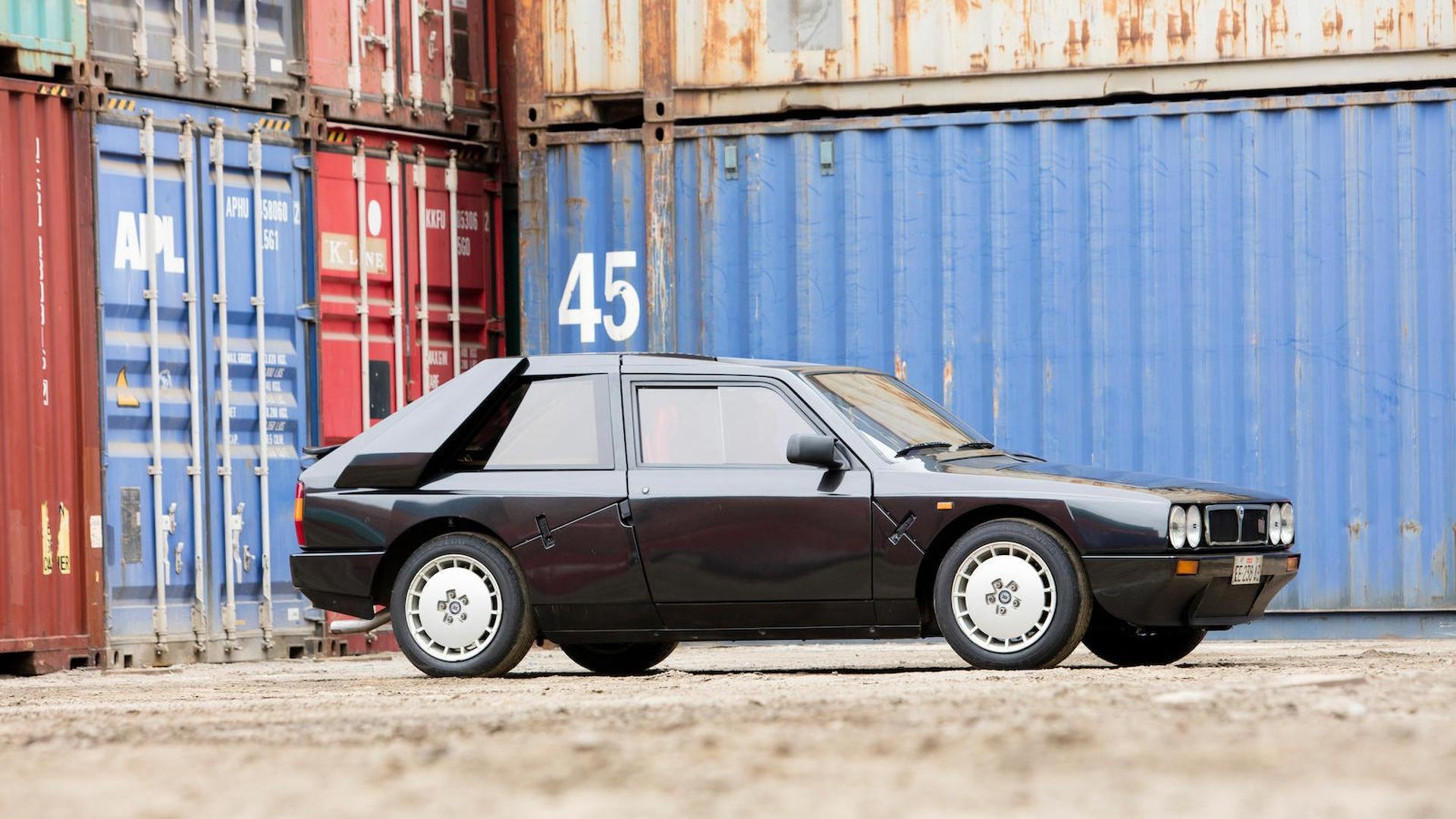1985_Lancia_Delta_S4_Stradale_10