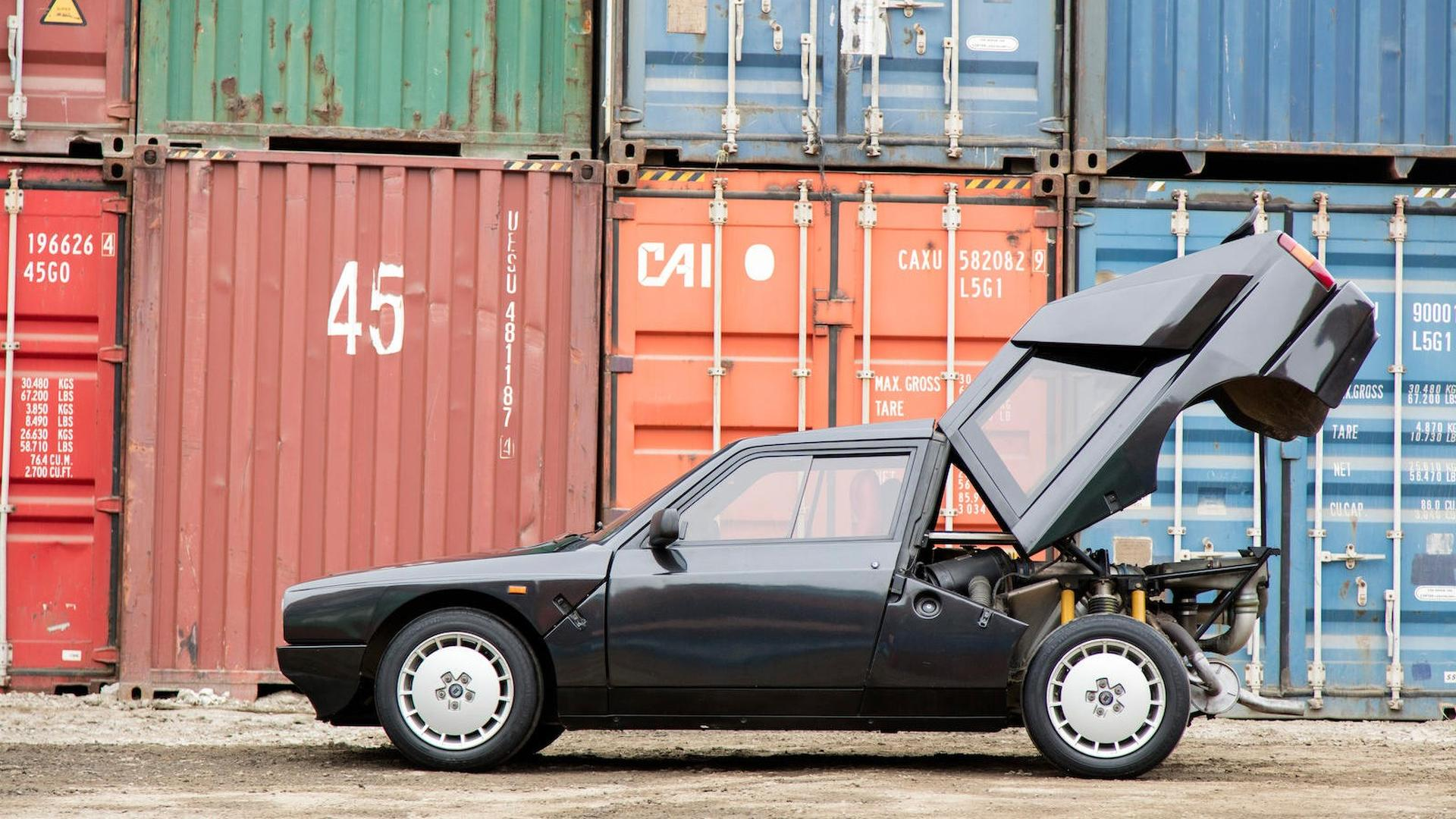 1985_Lancia_Delta_S4_Stradale_12