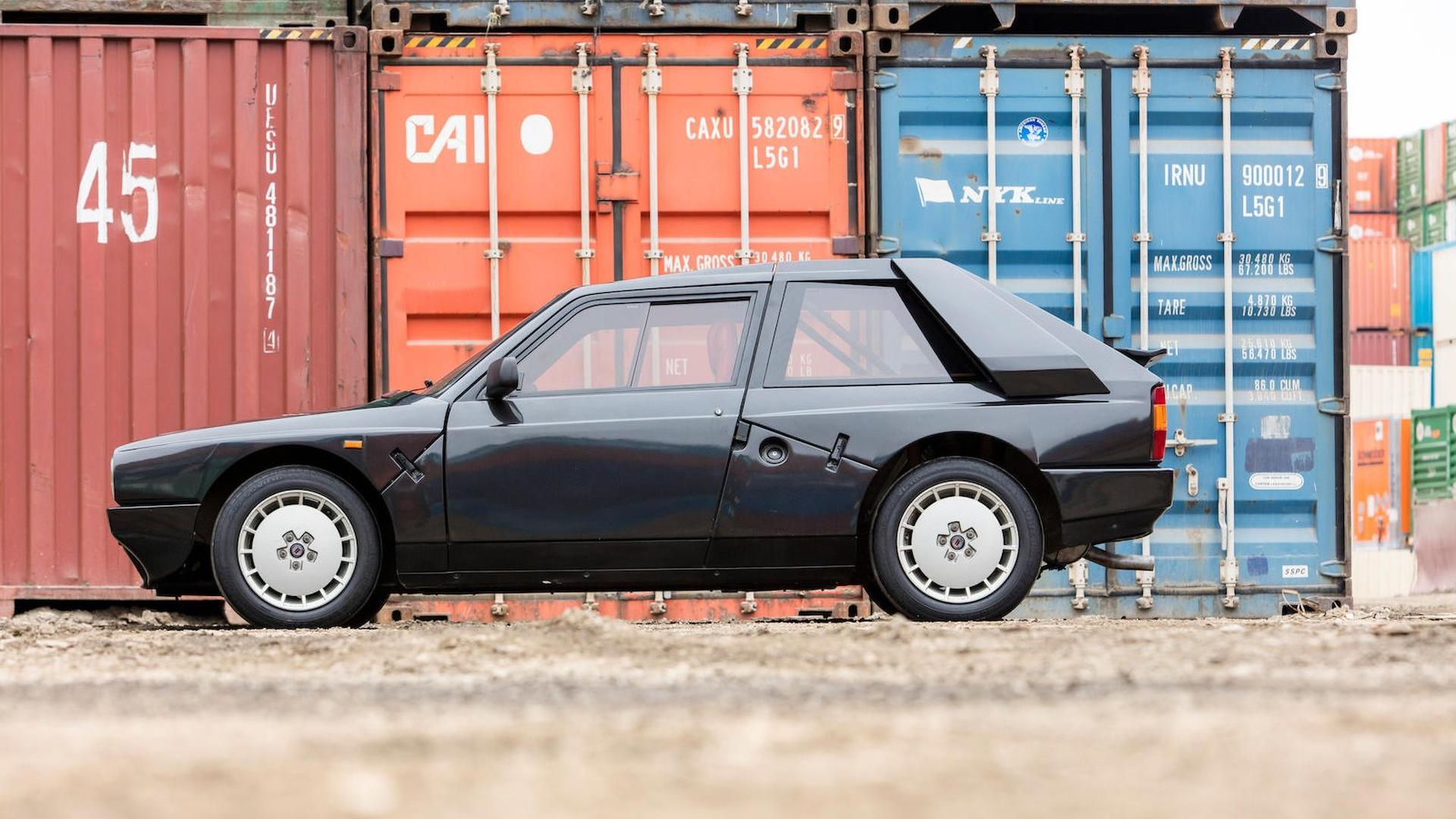 1985_Lancia_Delta_S4_Stradale_13