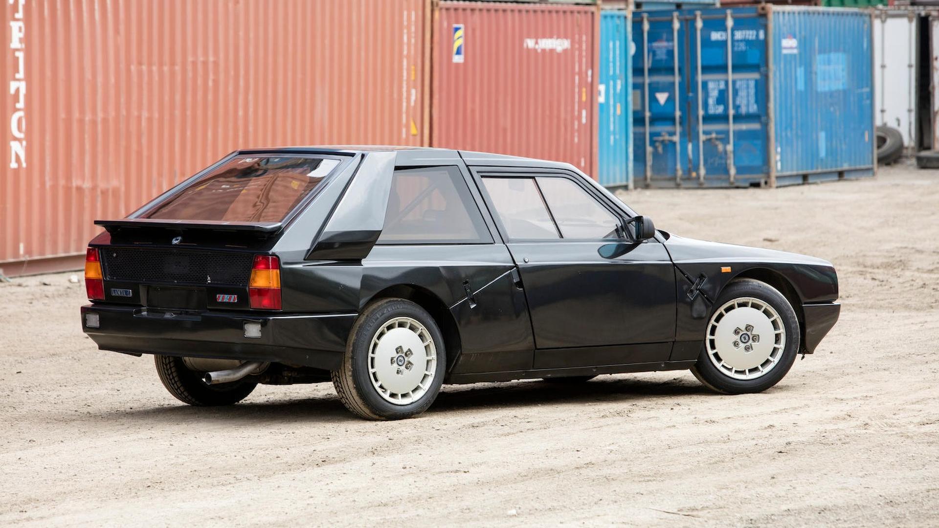 1985_Lancia_Delta_S4_Stradale_15