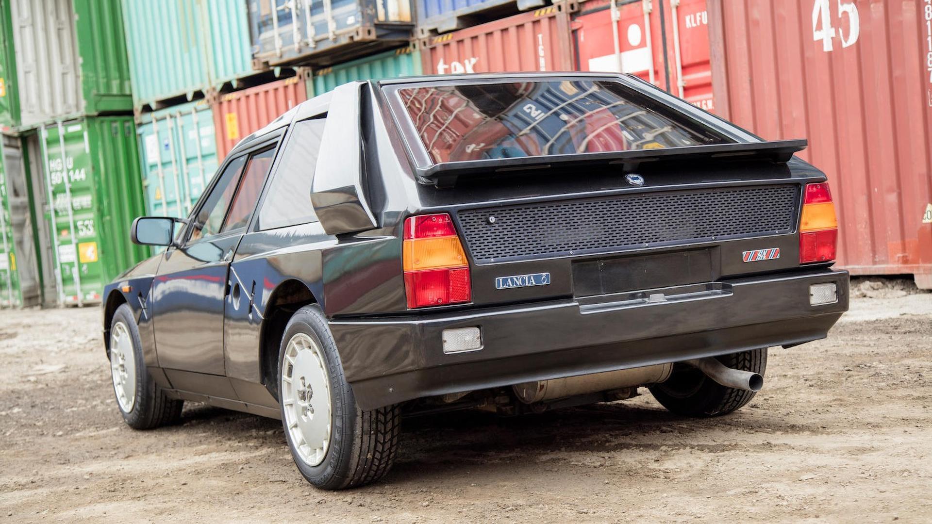 1985_Lancia_Delta_S4_Stradale_18