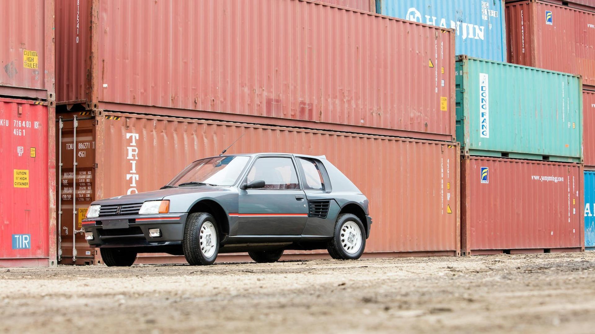1985_Peugeot_205_Turbo_16_01