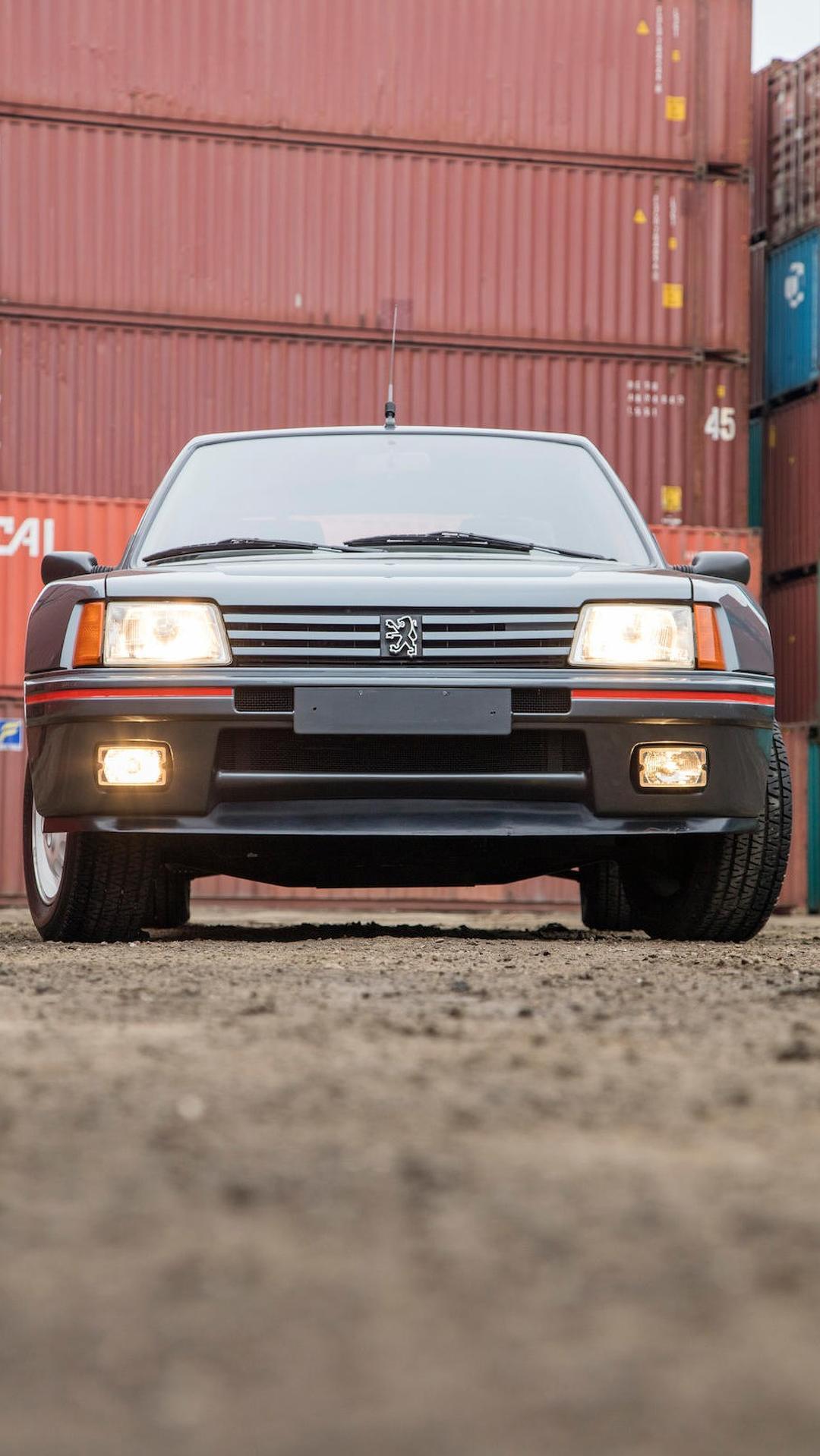 1985_Peugeot_205_Turbo_16_03