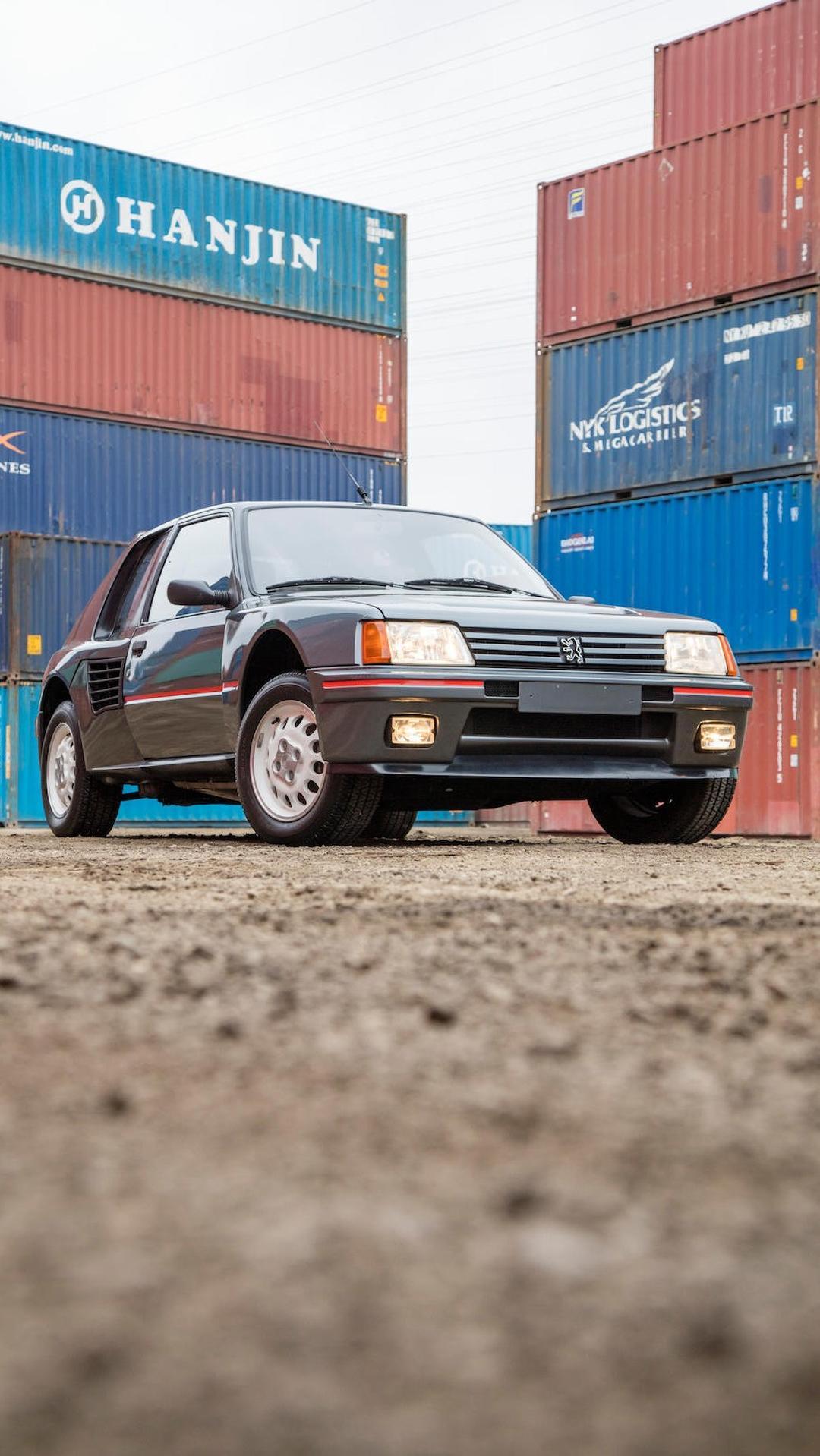 1985_Peugeot_205_Turbo_16_04