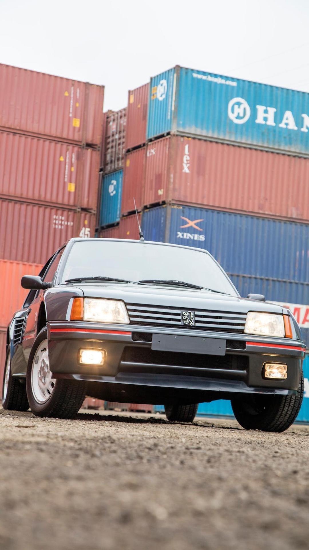 1985_Peugeot_205_Turbo_16_05