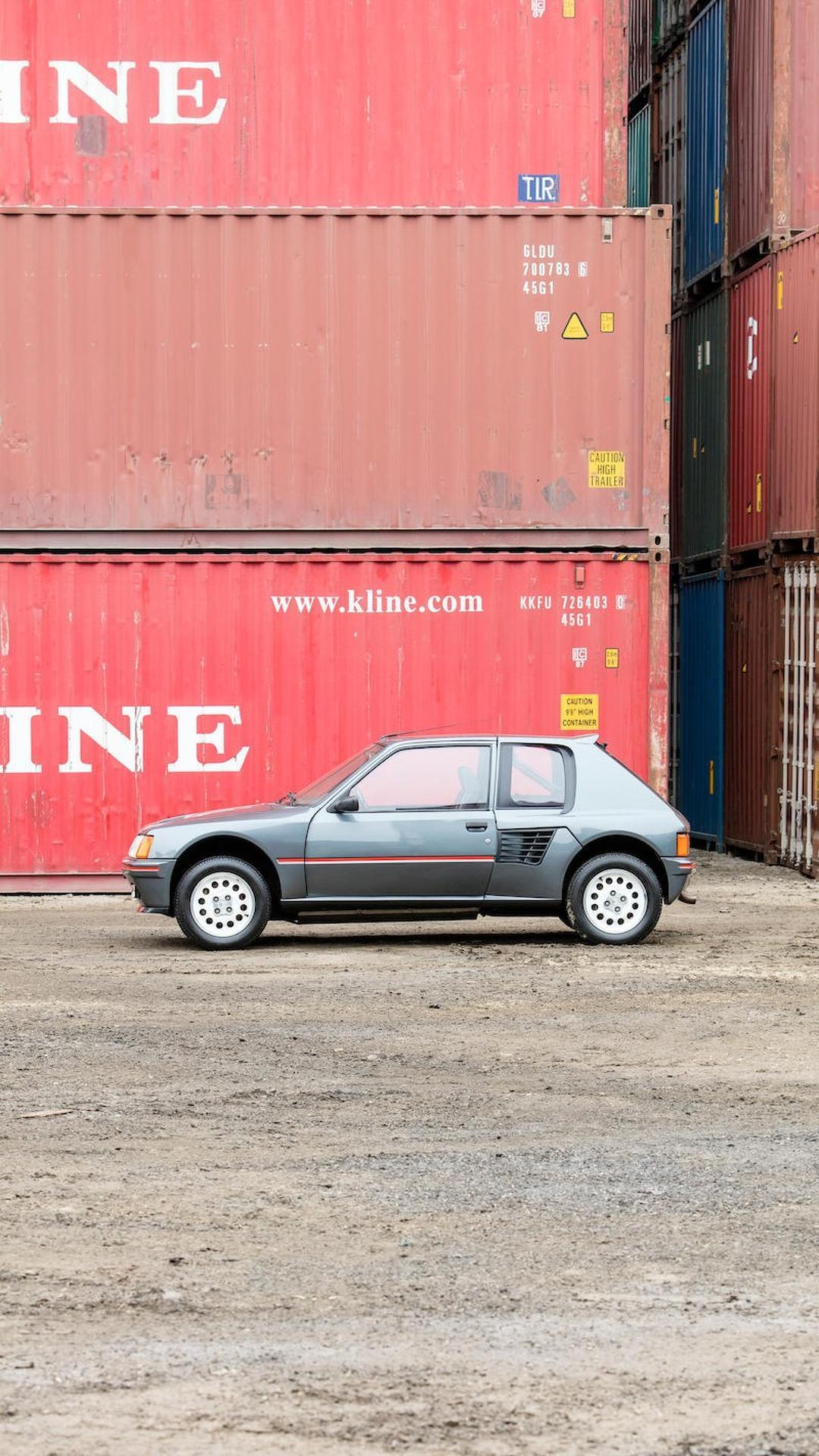 1985_Peugeot_205_Turbo_16_09