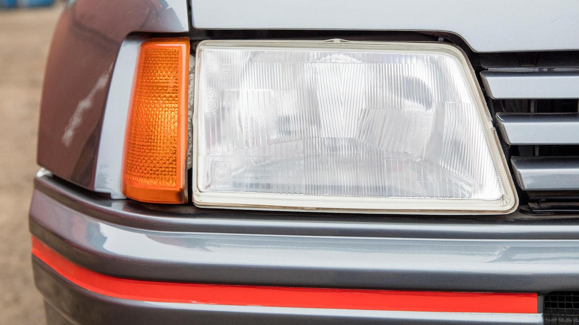 1985_Peugeot_205_Turbo_16_19