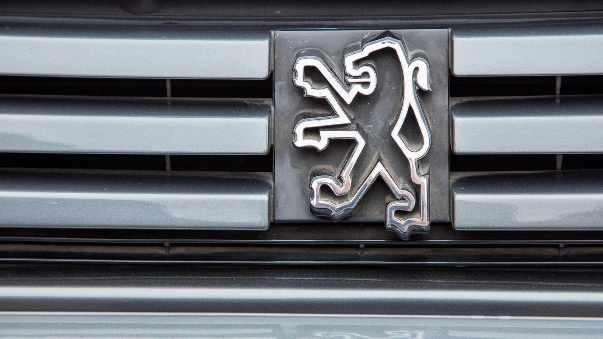1985_Peugeot_205_Turbo_16_20