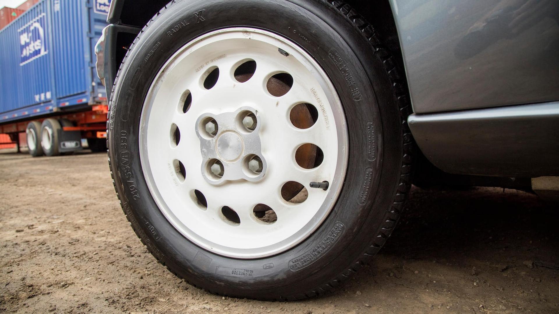 1985_Peugeot_205_Turbo_16_21