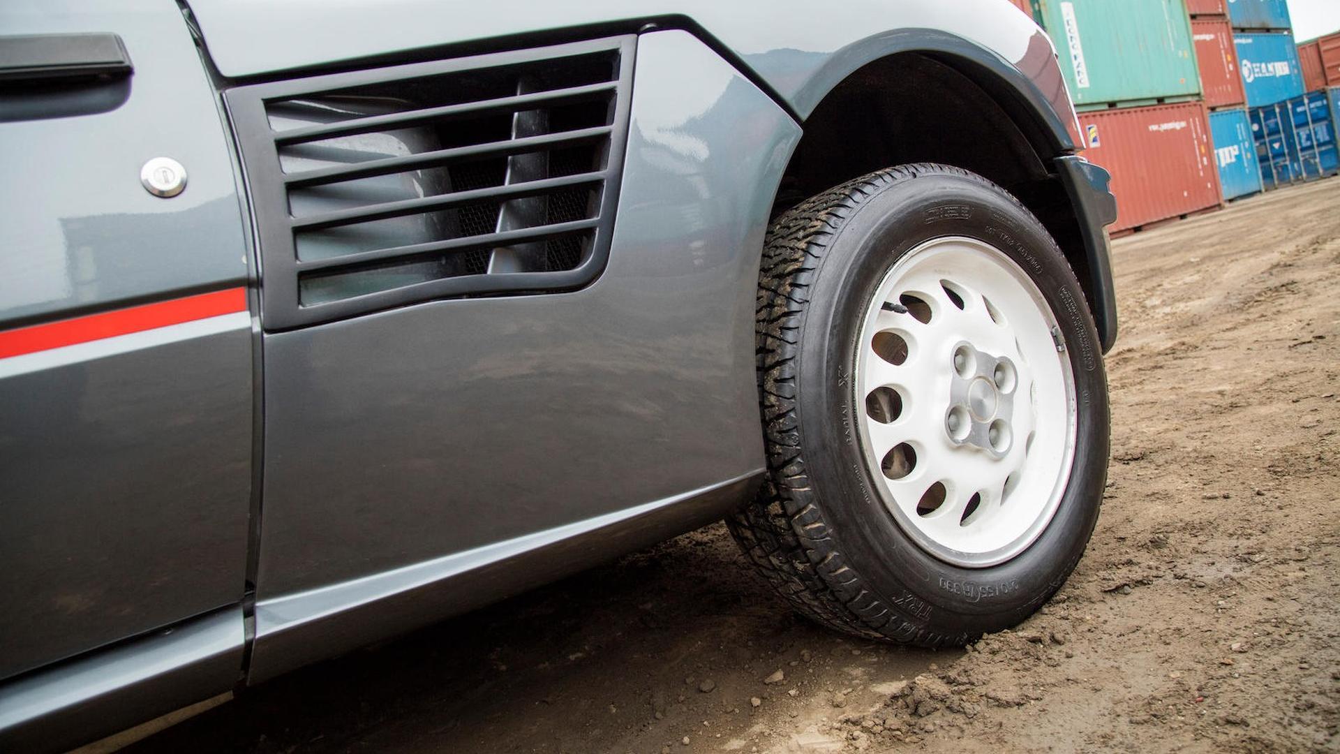 1985_Peugeot_205_Turbo_16_23