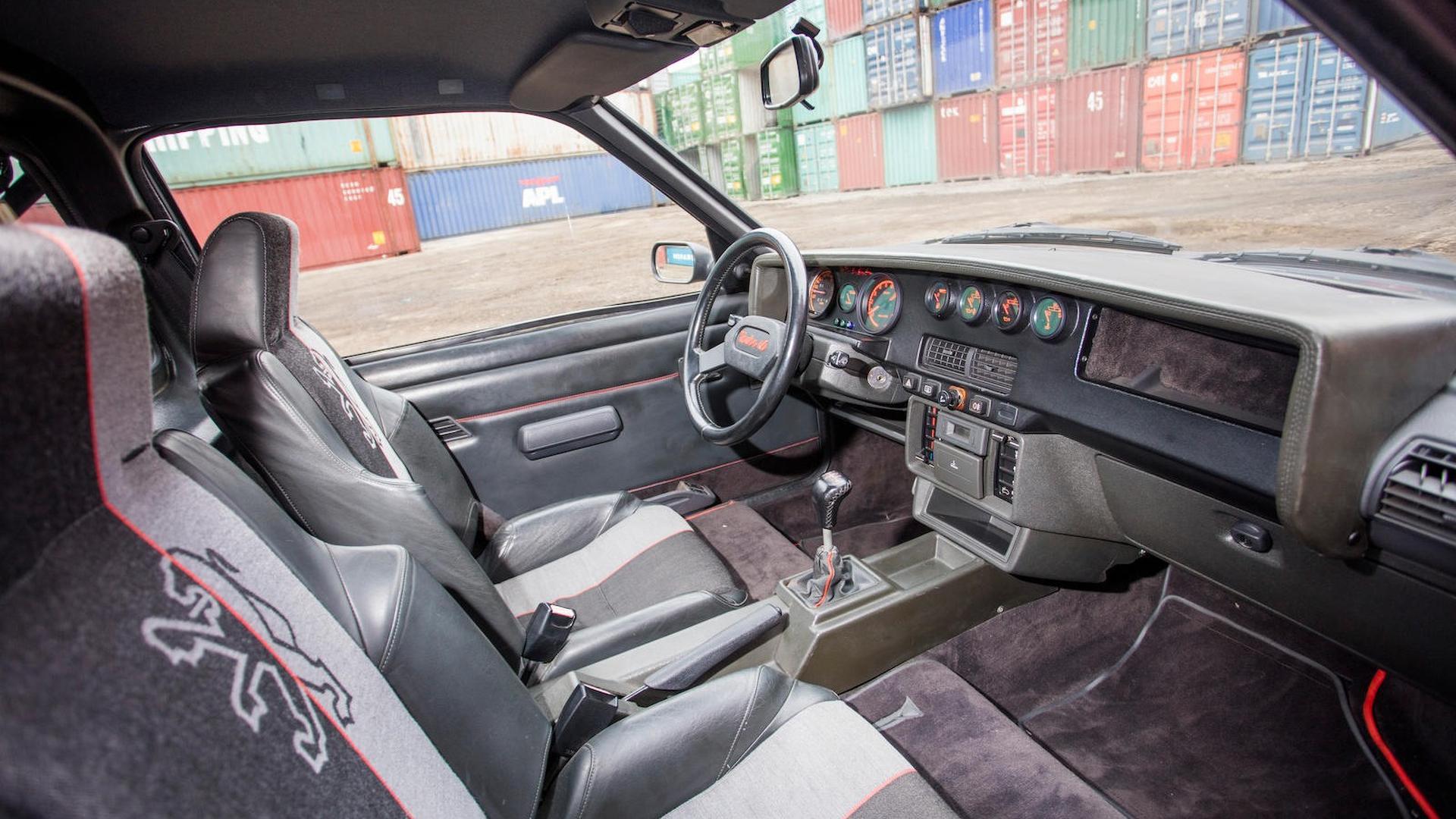 1985_Peugeot_205_Turbo_16_33