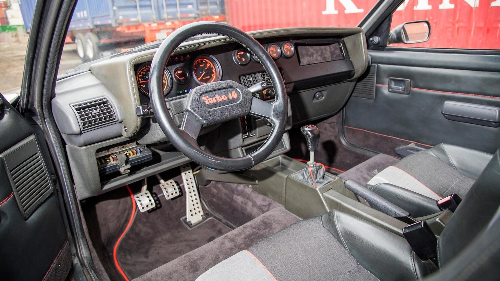 1985_Peugeot_205_Turbo_16_34