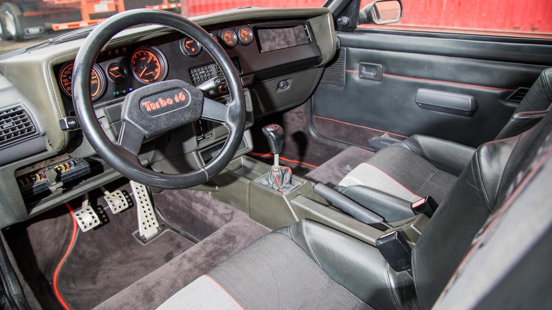 1985_Peugeot_205_Turbo_16_35