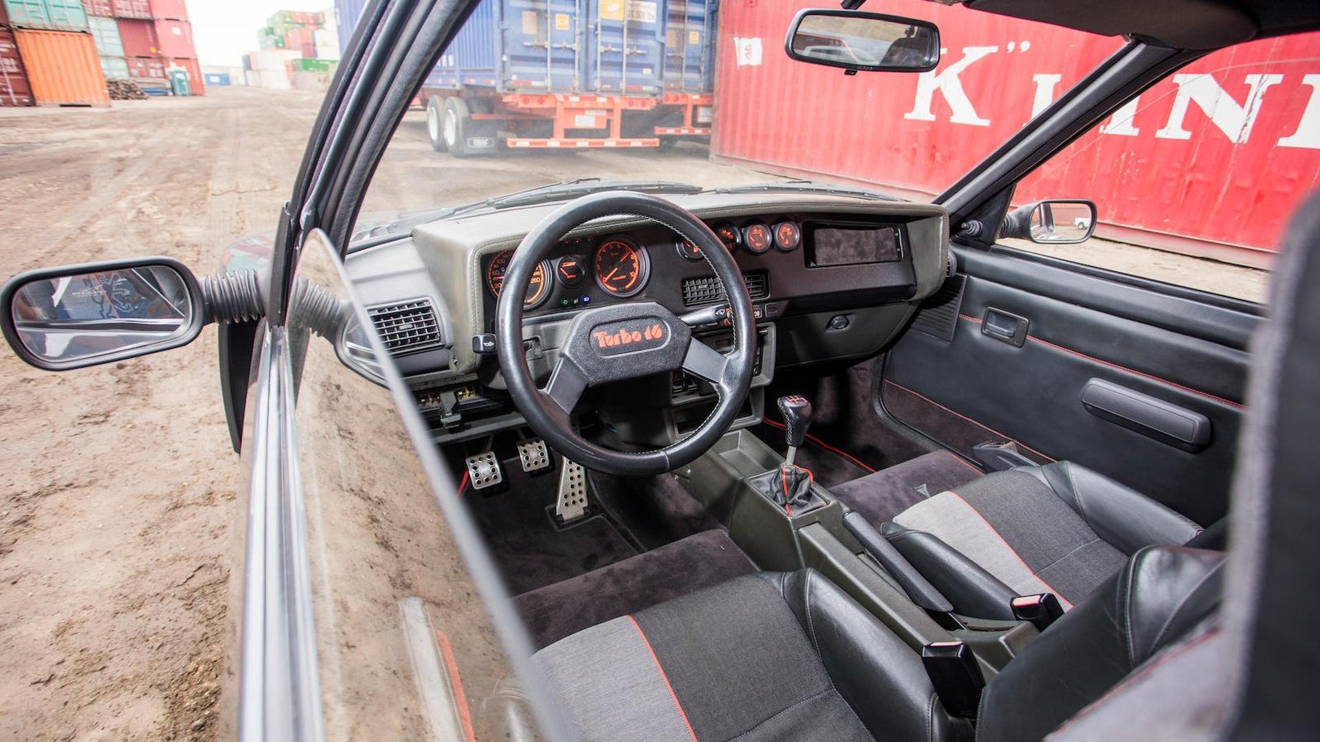1985_Peugeot_205_Turbo_16_36