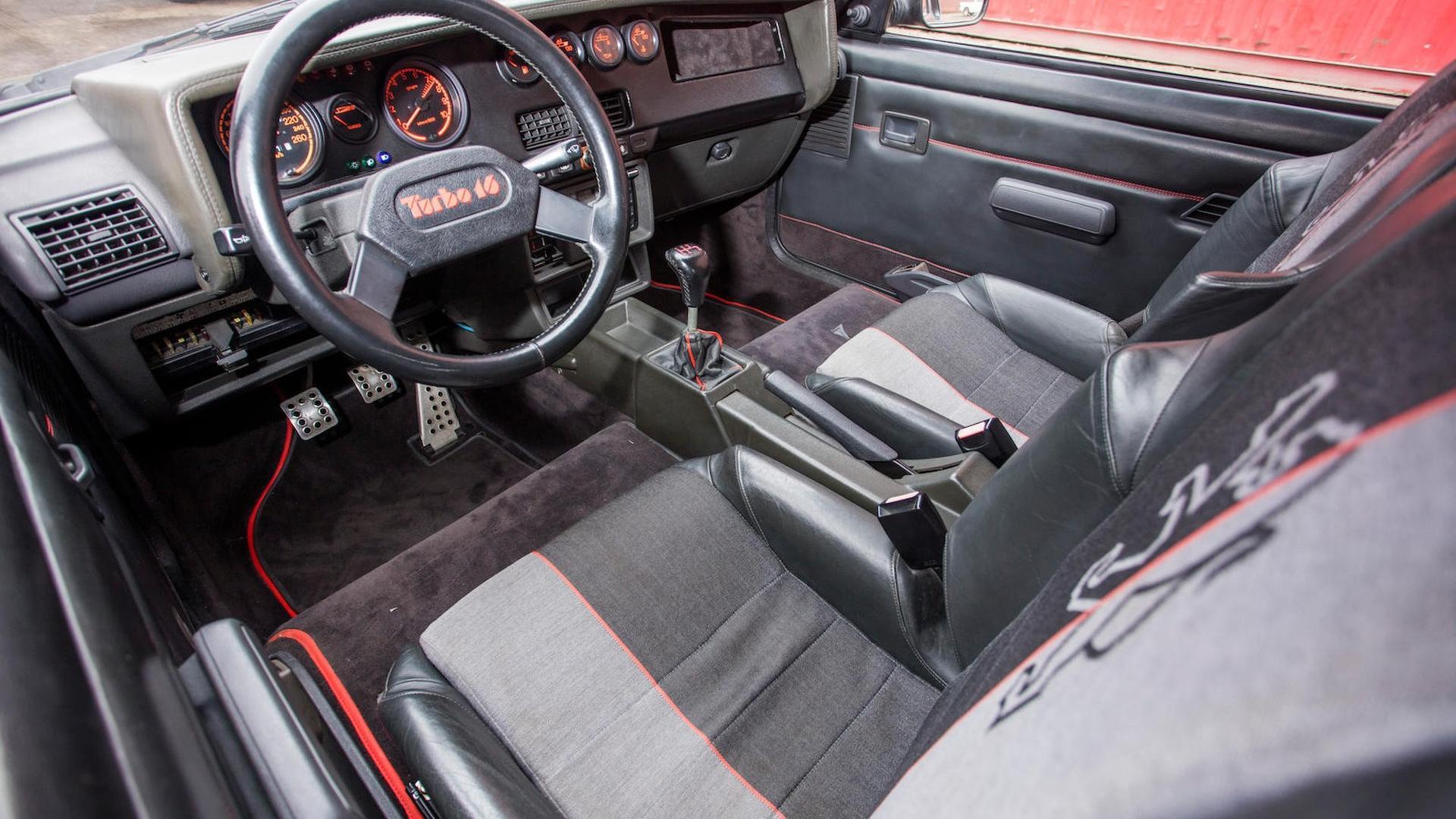 1985_Peugeot_205_Turbo_16_37