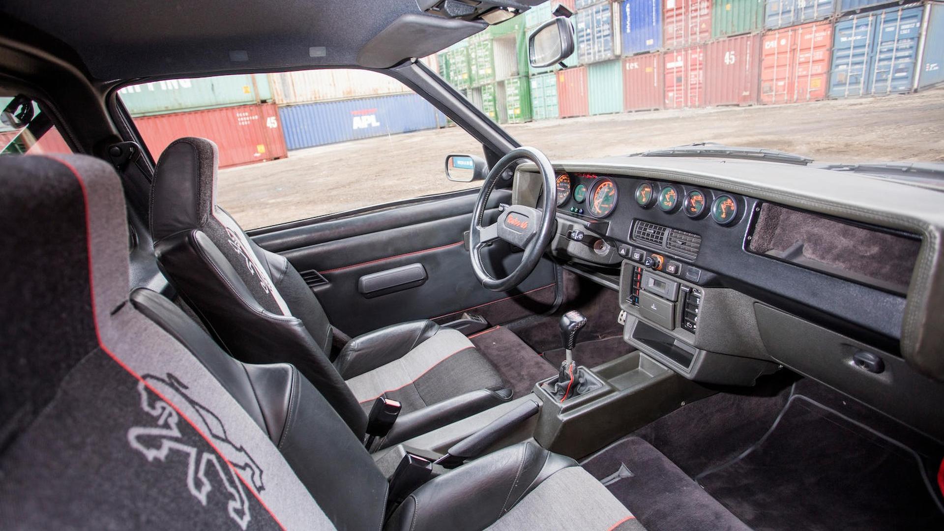 1985_Peugeot_205_Turbo_16_38
