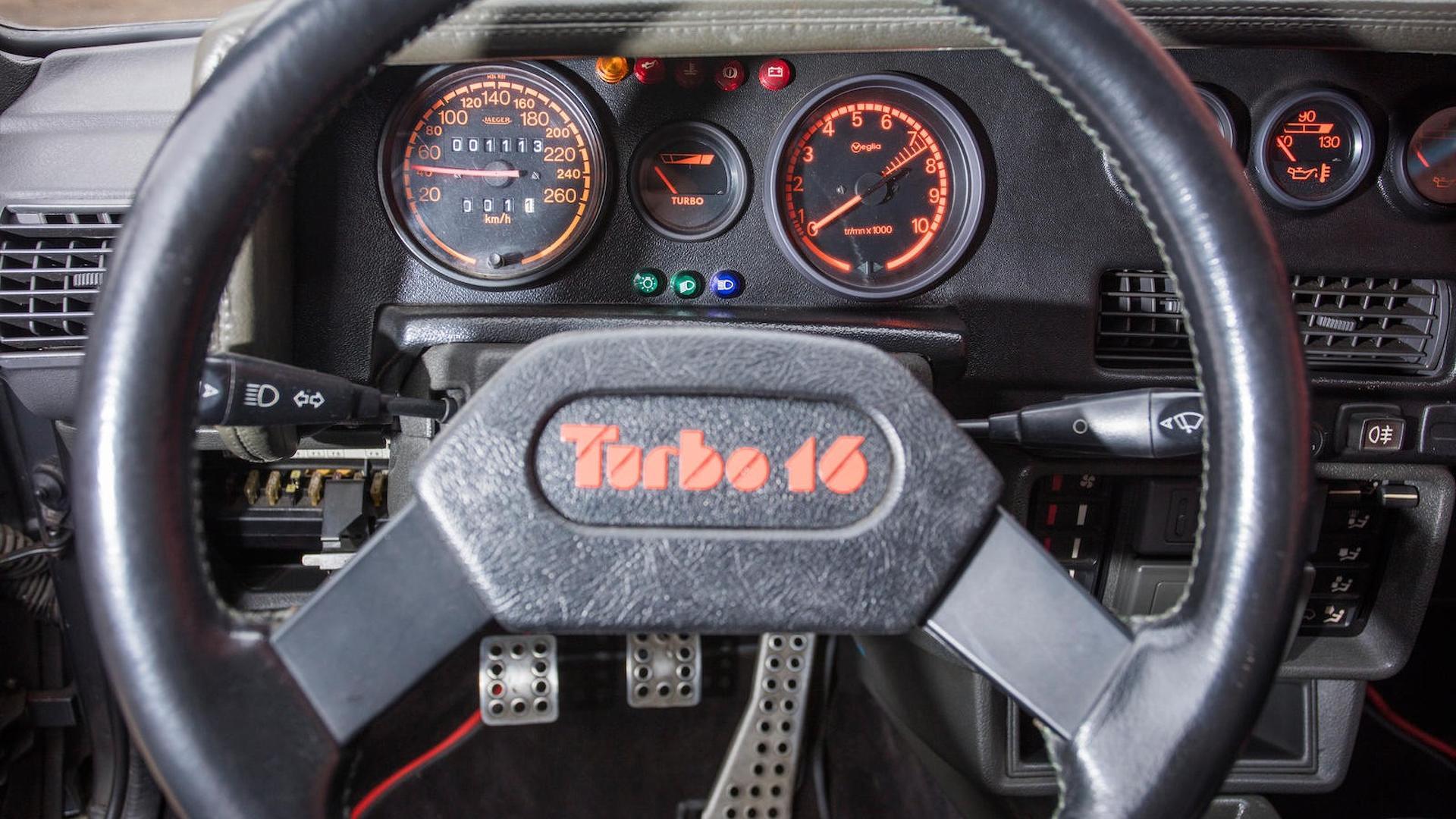 1985_Peugeot_205_Turbo_16_39