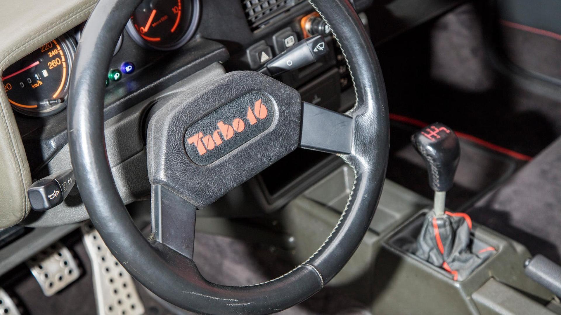 1985_Peugeot_205_Turbo_16_40