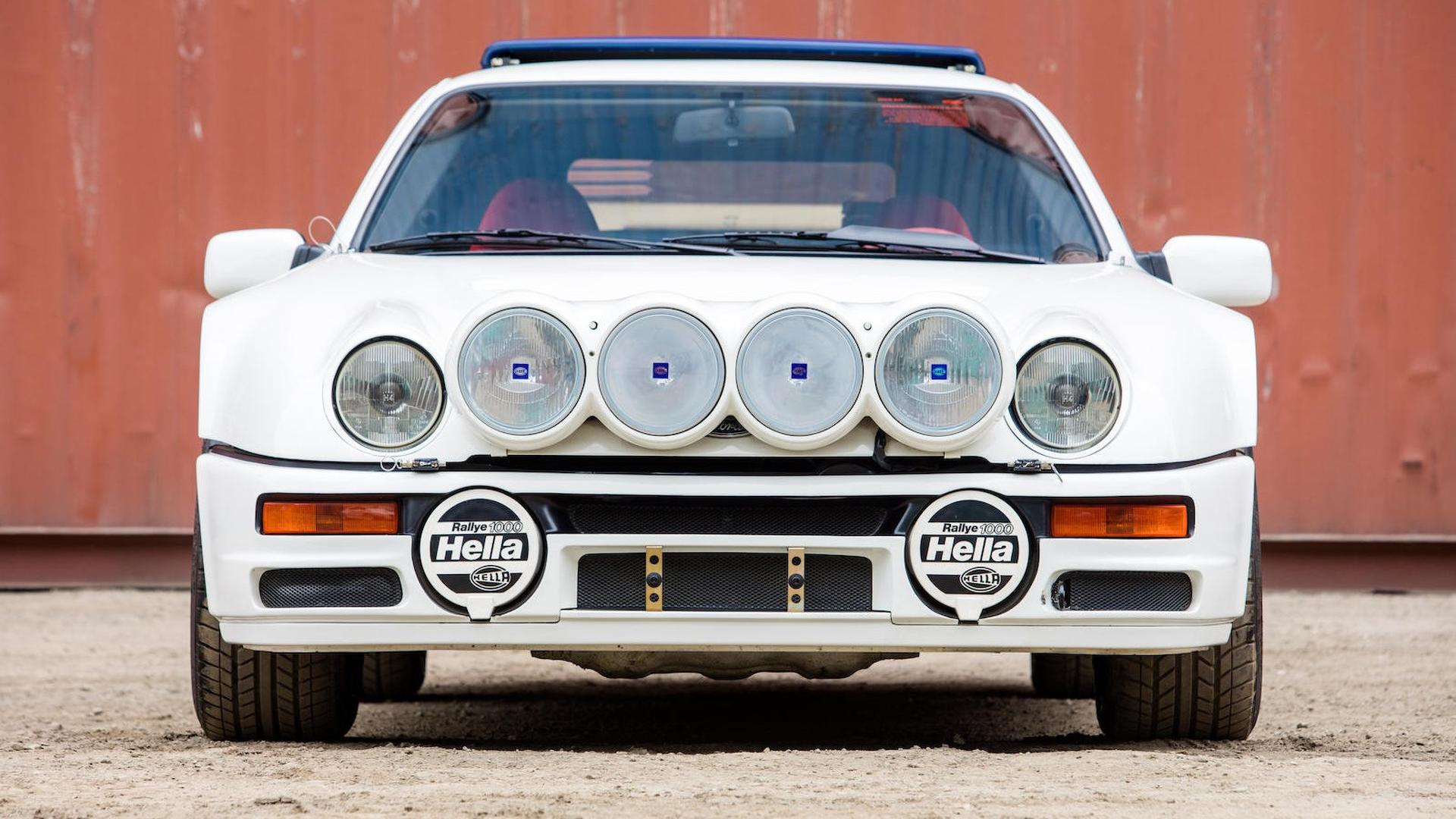 1986_Ford_RS200_Evolution_02