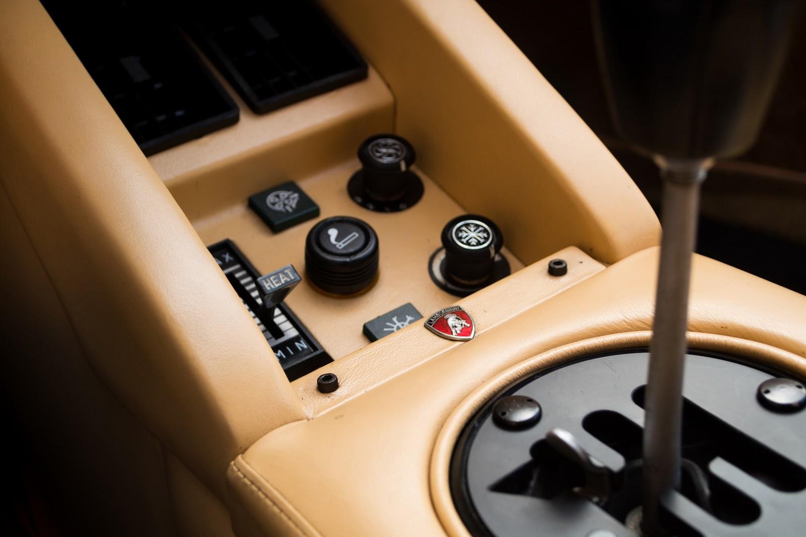 1987_Lamborghini_Countach_5000_QV_auction_14