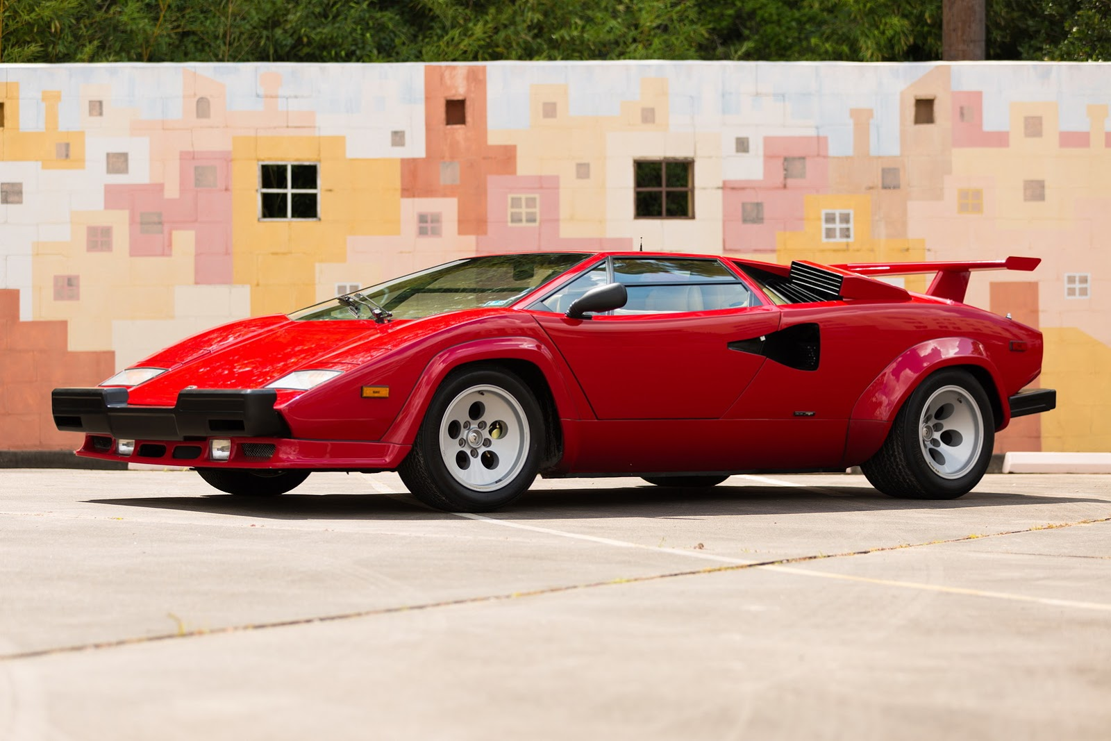 1987_Lamborghini_Countach_5000_QV_auction_60