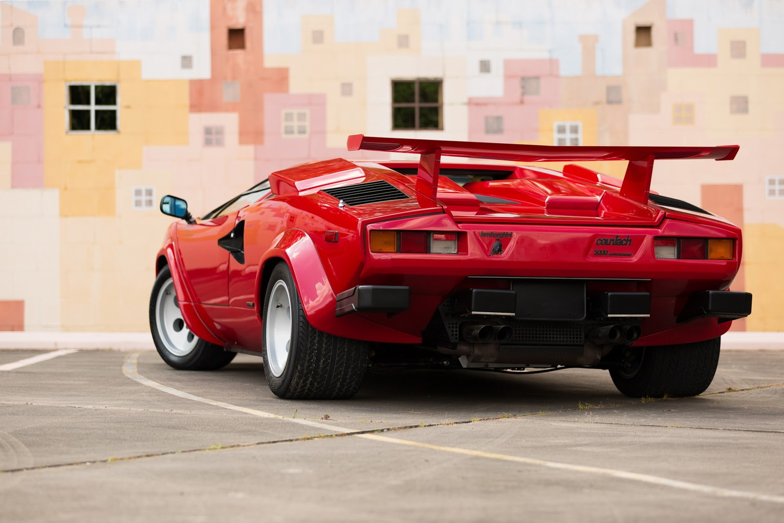 1987_Lamborghini_Countach_5000_QV_auction_75