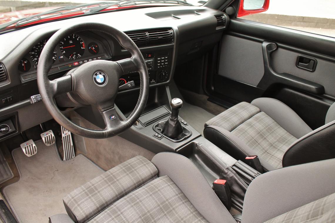 1991_BMW_M3_E30_07
