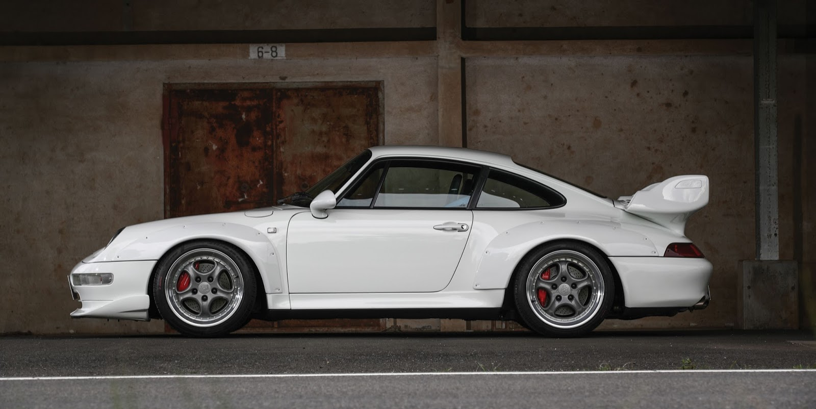Porsche_911_GT2_Auction_01