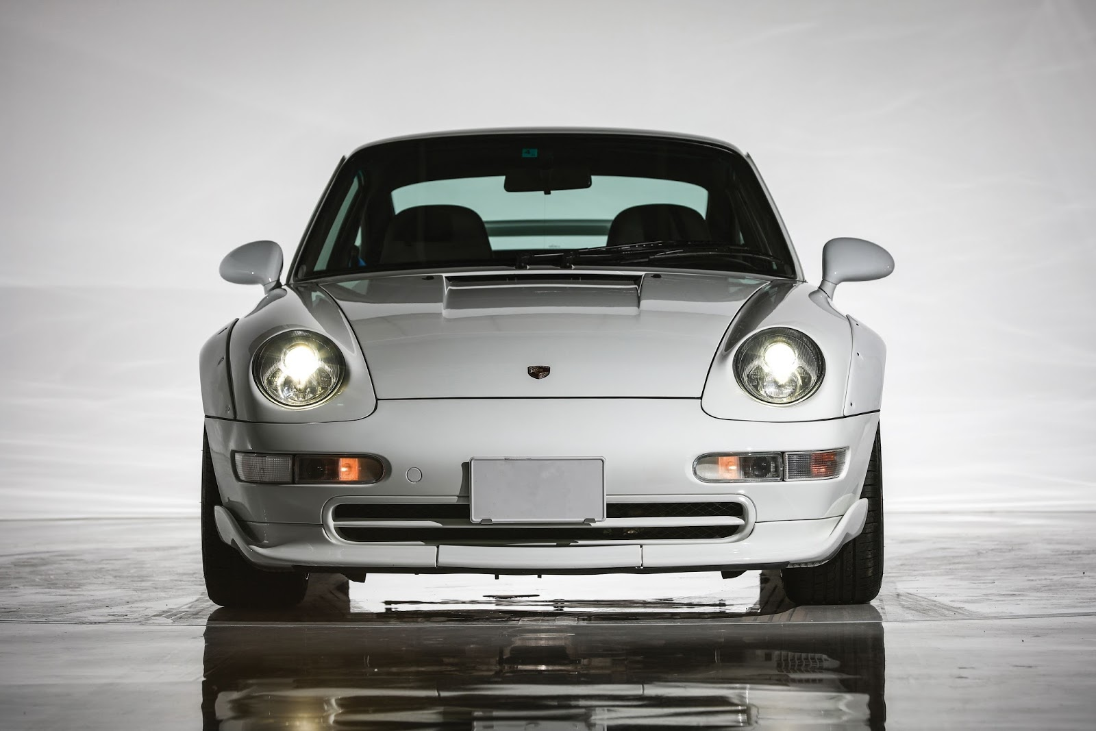 Porsche_911_GT2_Auction_02