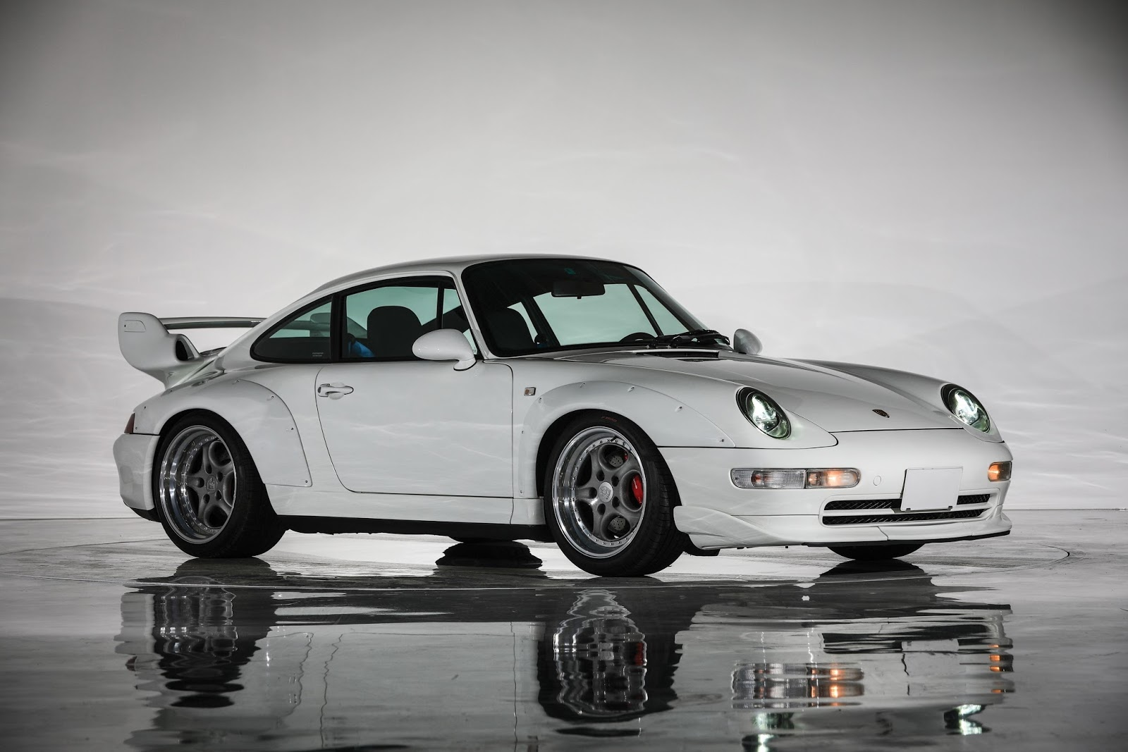 Porsche_911_GT2_Auction_06