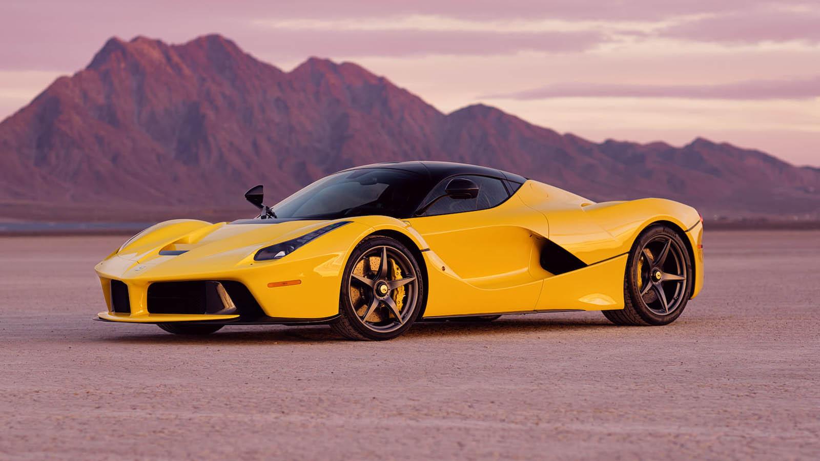 2015_Ferrari_LaFerrari_auction_0000