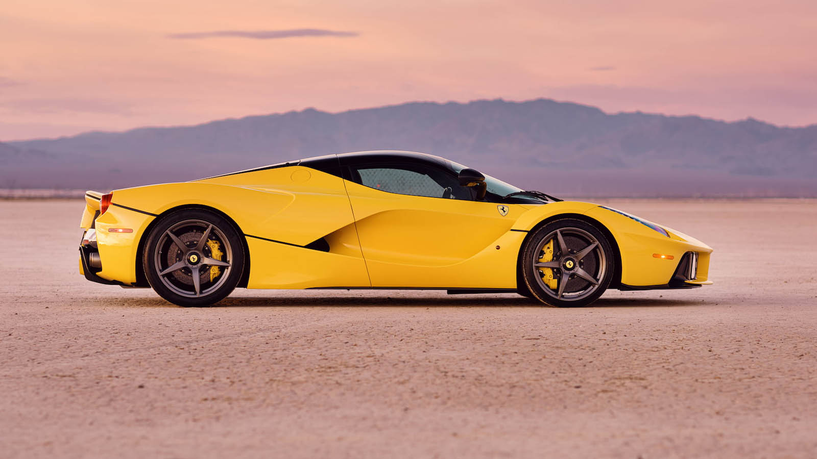 2015_Ferrari_LaFerrari_auction_0001