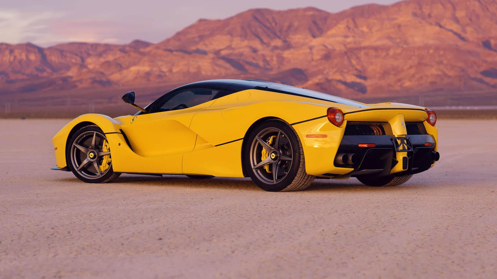 2015_Ferrari_LaFerrari_auction_0002