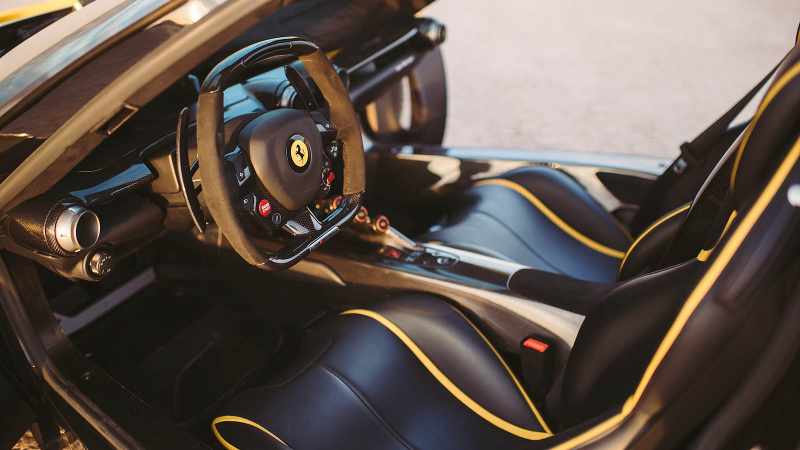 2015_Ferrari_LaFerrari_auction_0003