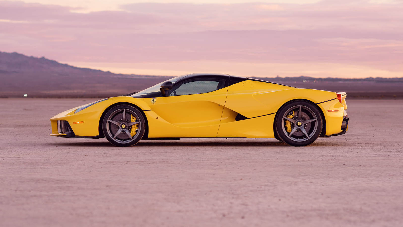 2015_Ferrari_LaFerrari_auction_0007