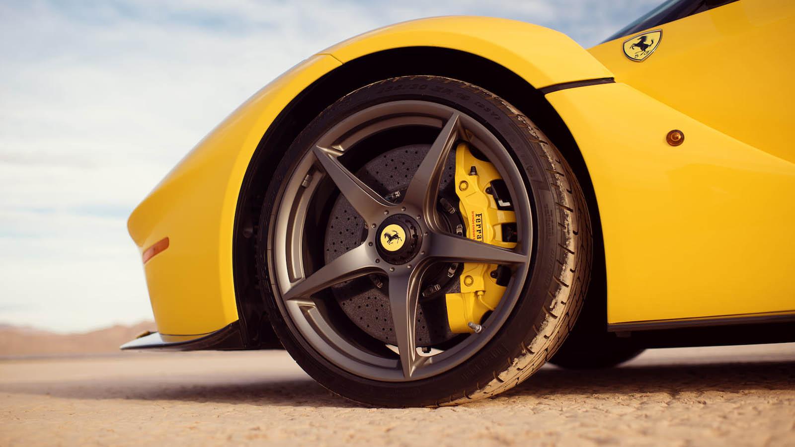 2015_Ferrari_LaFerrari_auction_0009