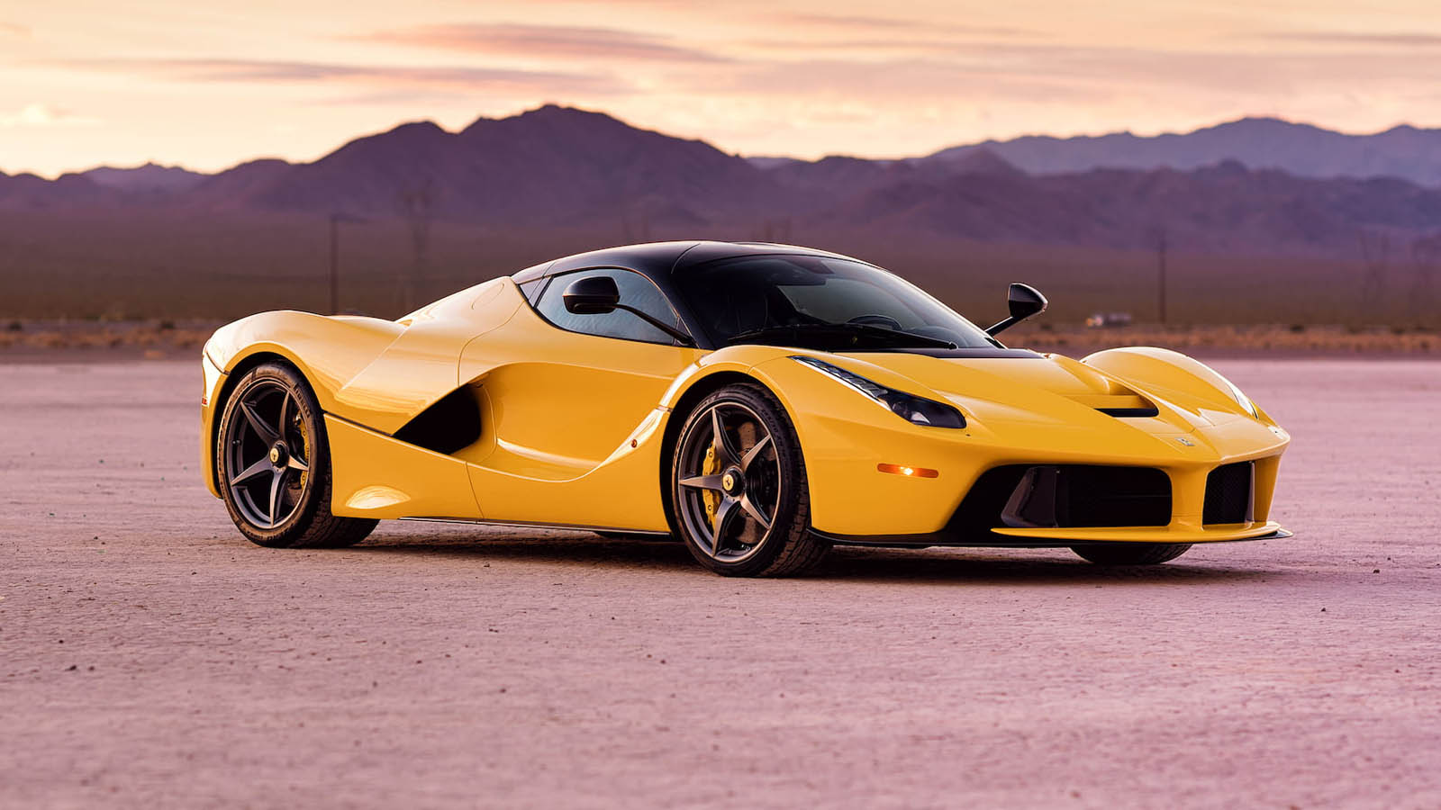 2015_Ferrari_LaFerrari_auction_0011