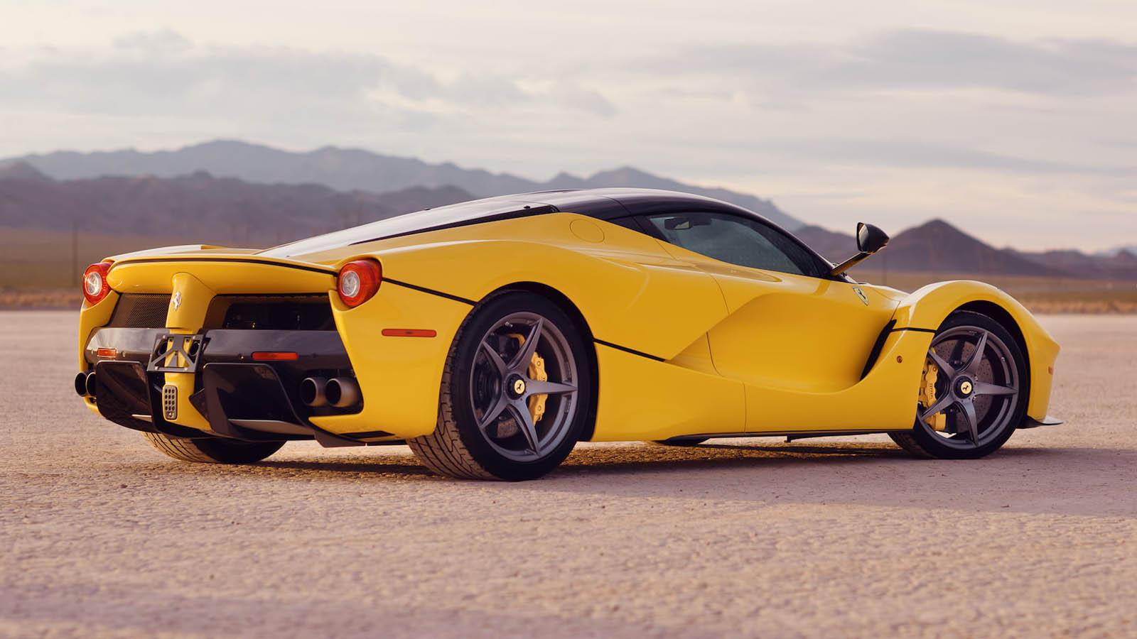 2015_Ferrari_LaFerrari_auction_0012
