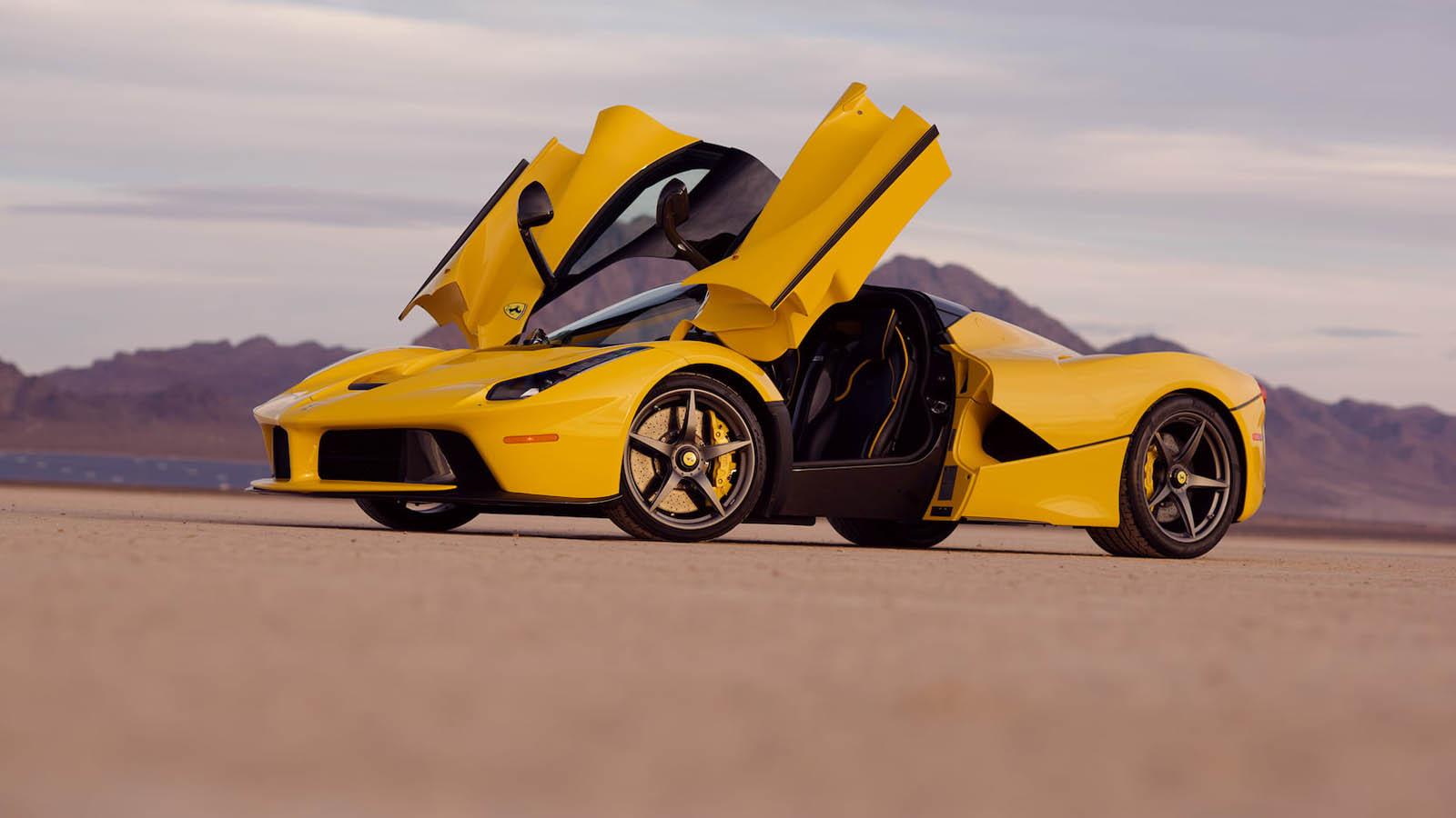 2015_Ferrari_LaFerrari_auction_0017