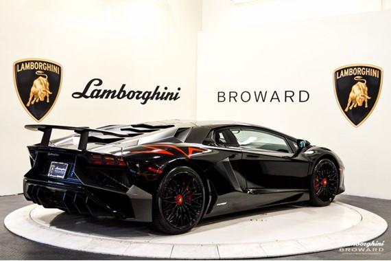 2016_Lamborghini_Aventador_SV_Roadster_01